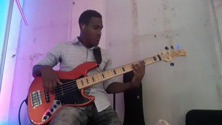 BassPlayer25